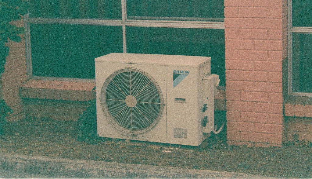 Top Tips on How to Clean a Window Air Conditioner Without Removing It